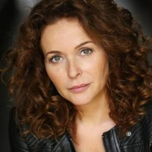Julia Sawalha time gentlemen please
