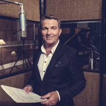 Bradley Walsh Is Back With His Second Album 'When You're Smiling'!